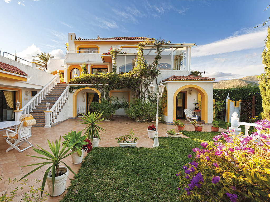 MARBELLA VILLA SURROUNDED BY NATURAL BEAUTY